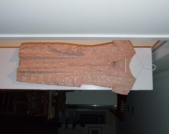 Vintage embroidered Wiggle dress Pink linen w Rhinestone clasps ala 1950s