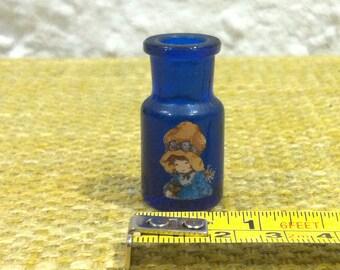 Vintage blue glas bottle, dollhouse accessoires, miniature, decoration