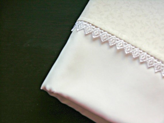 pure silk charmeuse pillowcase with narrow guipure lace edging (single)