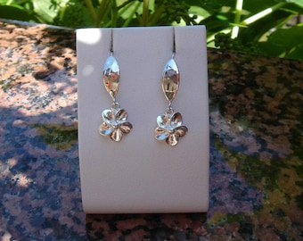925 Silver earrings, shiny, floral design!