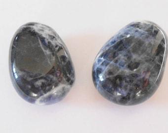 Sodalite pendant bead approximately 20 x 25 mm. (9407325)
