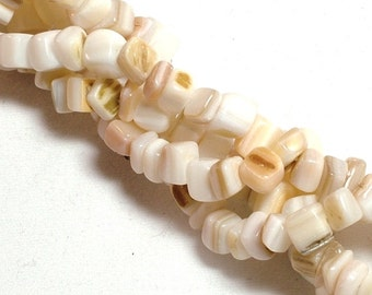 Mother-of-pearl shell (bleached) Bead, medium chip. Sold per 36-inch strand.