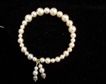 Ivory Pearl Memorywire Bracelet