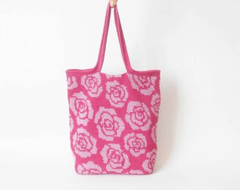 Crochet pattern for roses tote. Practice tapestry crochet to form a drawing. Charts with symbols, written instructions and images.