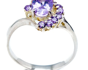 Stunning Sterling Silver Ring with Oval Cut Amethyst