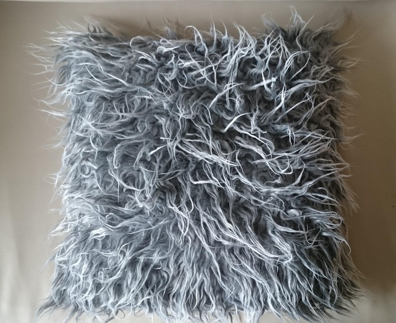 coussin fausse fourrure sur chaque face mouton poils longs. Black Bedroom Furniture Sets. Home Design Ideas