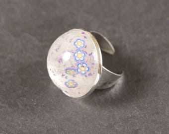 Ring made of resin with inclusion