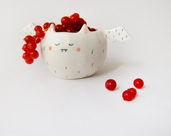 Halloween Special. White Vampire Bowl, With His Little Wings. Decorated With Pink and Black Details. Ready To Ship