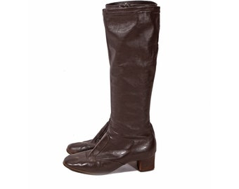 1970s Dark Chocolate Brown Knee High Faux Leather Vinyl High Heel Boots by Joyce of California -7M