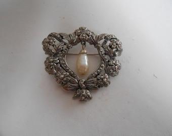 Vintage brooch, floral wreath and pearl brooch, retro brooch, elegant brooch, victorian style brooch, vintage jewelry