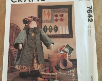 7642 McCall's Crafts Garden Girl Sewing Pattern P111