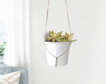Modern and minimalist macrame plant hanger | DIY hanging planters | Natural beige jute twine pot holder | Indoor garden | Rustic home decor