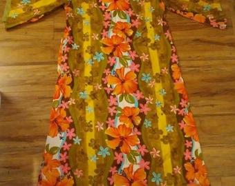 Vintage 1960's Hawaiian Maxi Dress Long MuuMuu Womans m L Floral with pocket