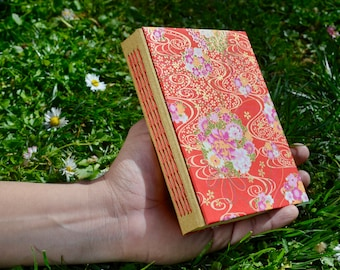 Handmade journal with Japanese paper - Handmade notebook with washi paper - Flowered notebook - Twist stitch
