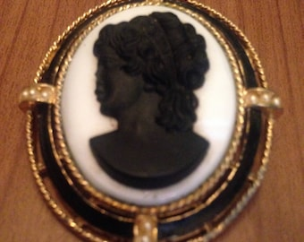 Vintage Lisner Cameo Brooch/ Vintage 60s Jewelry FREE SHIPPING