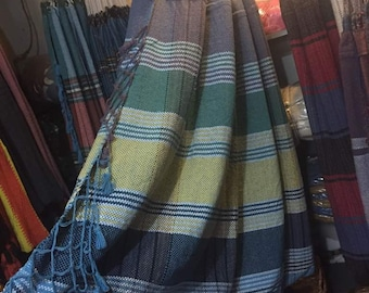 Offer Venezuelan King Size hammocks. Made of 100% cotton yarns. Light and fresh. Excellent gift