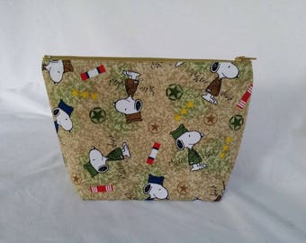 Snoopy Cosmetic Bag /  Cosmetic Case / Charlie Brown / Makeup Bag / Zipper Pouch / Bag / Makeup Case /  Cosmetic Bag / Pouch / Snoopy