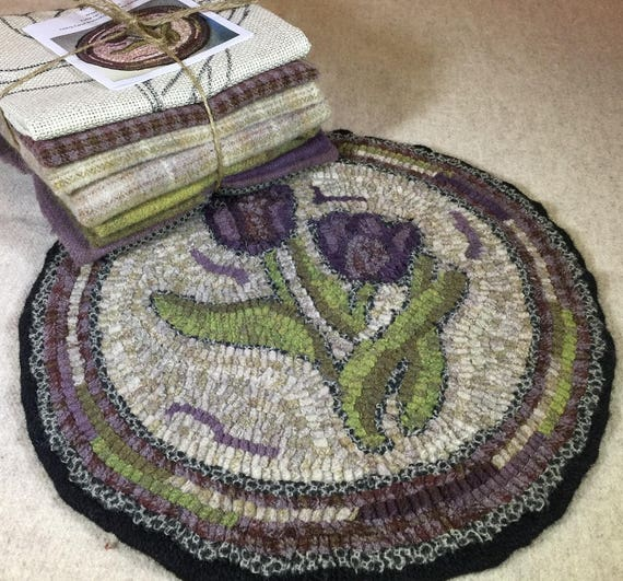 "Primtive Rug Hooking Kit for ""Tulip Chair Pad"" #K108"