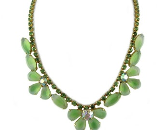 Vintage Green Flower Necklace