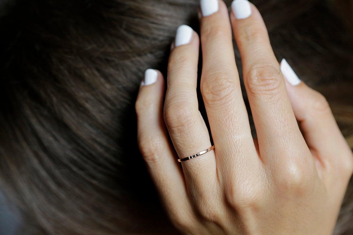 zoom - Dainty Wedding Rings