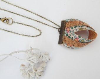 Long necklace made of Cork & Liberty fabric