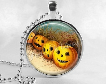 VINTAGE HALLOWEEN Necklace, VIntage Jack O Lantern Necklace, Jack O Lanterns, JOL, Pumpkin Patch, Glass Art Necklace, Halloween Jewelry