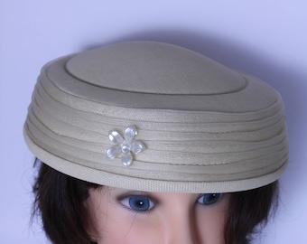 Chapeau vintage des années 1930 de couleur Beige
