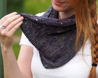 Hand knitting cowl pattern- Dodging Rain Drops Cowl