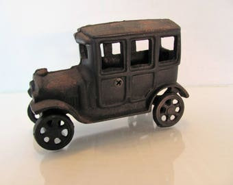 Cast Iron Car 30's Coupe / Collectible Cast Iron Car