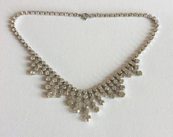 Original vintage necklace. Perfect to be worn as wedding jewellery and other special occasions.
