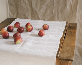 Linen tablecloth in white stripes