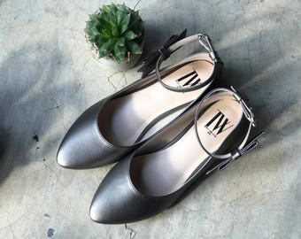 Women Slip On - Pointed toe flats! (silver color)