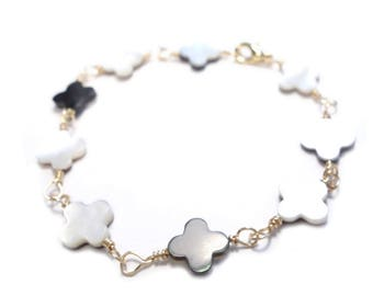 BRACELET with mother of Pearl and gold plated clovers