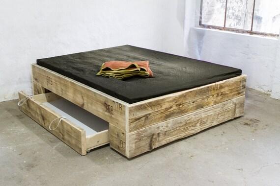 Upcycle Design Bett Model Big Square Aus Bauholz Massivholz