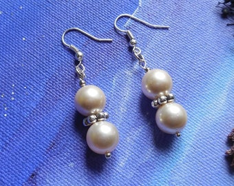 Dangling earrings pearls cream color