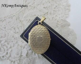 Old silver locket 835