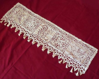 Doily, shabby embroidery hand 1900, table runner, on furniture, mantelpiece, curtain