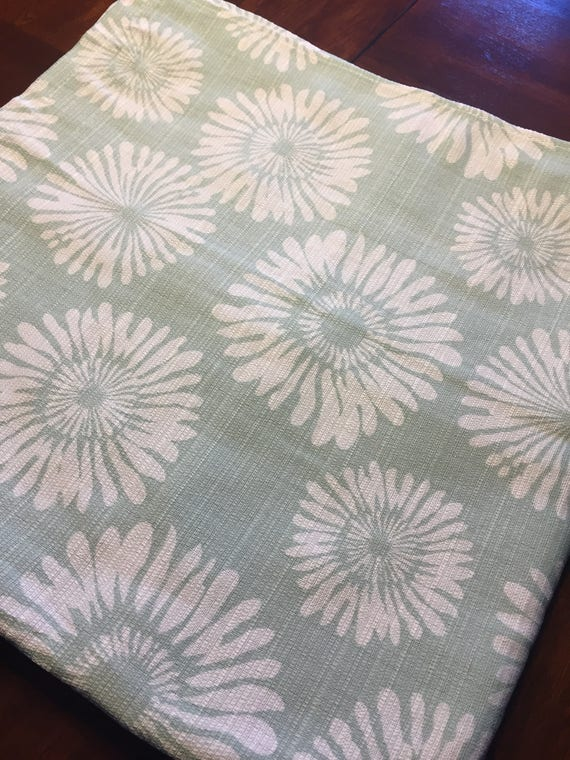 Square Tablecloth 70 Inch Fits Pub Table Graphic Daisy Print
