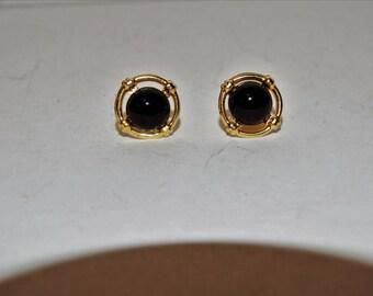 Vintage 14k yellow gold black onyx stud Earrings.