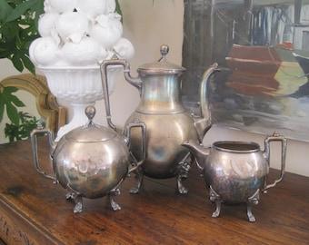 Antikes Kaffee Set Reed und Barton Silberplatte Kaffeekanne Zuckerdose Milchkännchen Wabi Sabi schön unvollständig