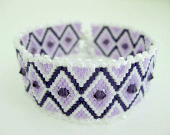 Peyote Bracelet  / Beaded Bracelet with Swarovski Crystals in Purple and Violet / Seed Bead Bracelet  / Delica Bracelet /  Statement
