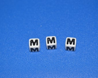 "7 letter ""M"" 7 mm acrylic cube"