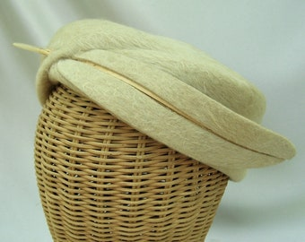 Vintage Ladies Hat Cream Fur Felt Pillbox Feather Coralie