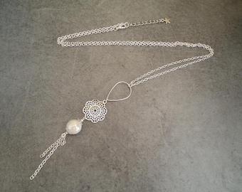 Sautoir argenté avec une perle en céramique blanc nacré - Bijou gypsy chic - Style bohémien
