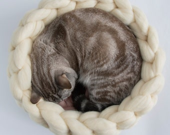 Ivory Rose Round Cat Basket, Chunky Cat Mat, Chunky Knits Merino Cat Cot,