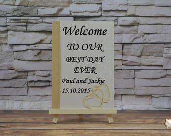 Wooden wedding sign: ,,Welcome to our best day ever'' plus FREE easel 33 cm with chain