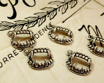 Vampire fang charm 10 vintage style silver jewellery supplies C17