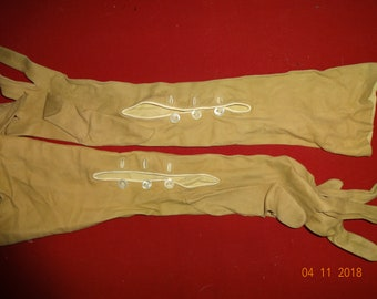 True Vintage 1910 1920's Beige Kid Leather Opera Gloves size 6 mother of pearl buttons