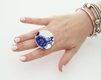 Vintage Jewelry Ceramic Ring, - statement ring, bold ring, flower ring, adjustable ring, cocktail ring , handmade ring by Studioleanne