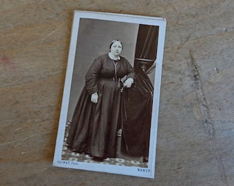 French antique photo cabinet card of a Victorian lady